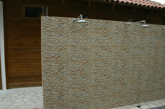 Atitlan Villas: Outdoor showers between the temascal, gym, and pool