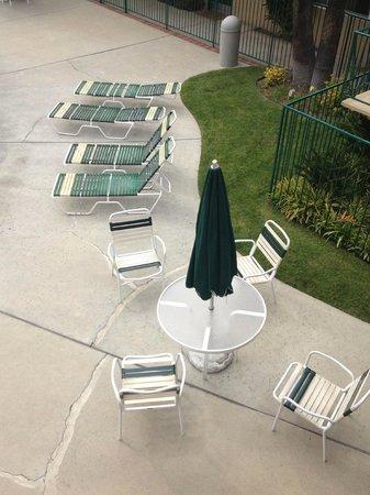 Kings Inn San Diego: Pool Side Furniture