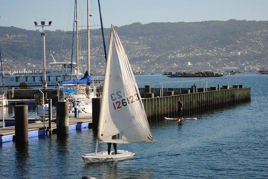 Casa O Canastro: Puerto deportivo de moaña