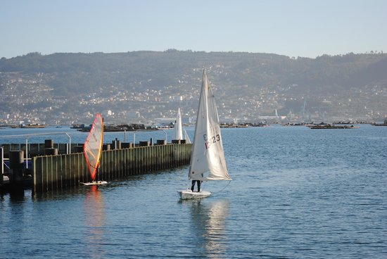 Casa O Canastro: Deportes náuticos en el puerto de moaña