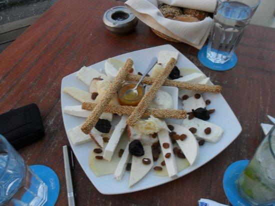 H2O Restaurant Cafe-Bar: piatto di formaggi