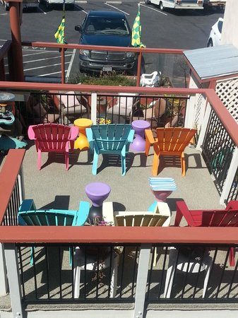 Bayfront Inn: Fun deck & patio area's