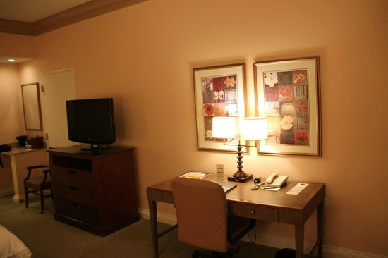 The Woodlands Resort & Conference Center: Desk area (Room near swimming pool)