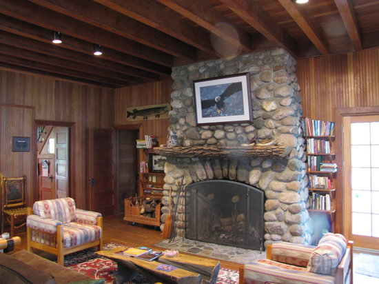 Xanadu Island Bed & Breakfast and Resort: Enjoy the warmth of the fireplace while reading a great book