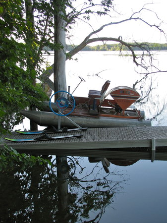 Xanadu Island Bed & Breakfast and Resort: Get your daily exercise while enjoying the vintage paddleboat on pristine Elbow Lake