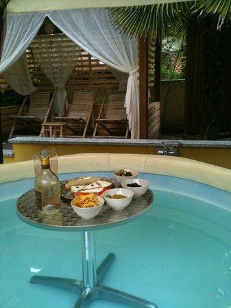 Casa Francisca B&B: aperitivo in vasca idrom