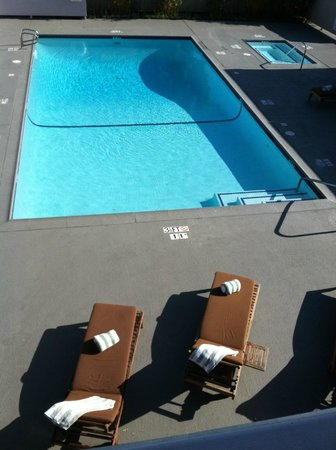 The Domain Hotel: Clean and comfortable relaxing pool