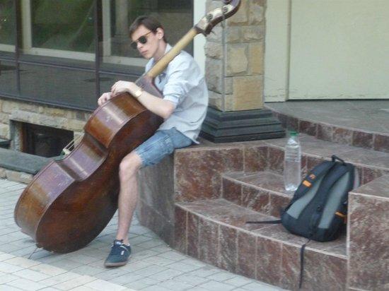 Pushkin Boulevard: Музыкант на бульваре