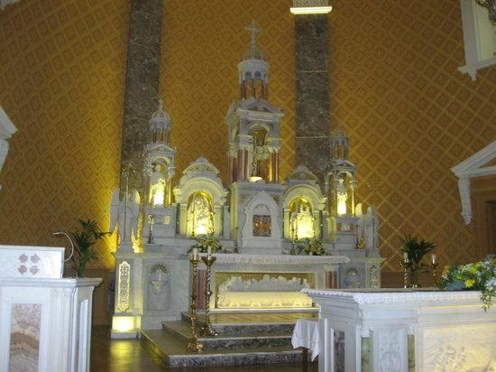 St. Joseph's Church: Altar at St Josephs Church