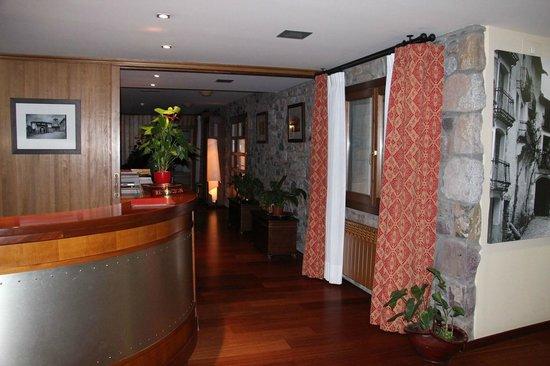 Hotel Diamo: Reception area