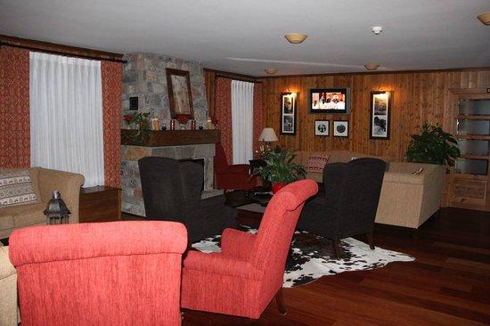 Hotel Diamo: Living room area