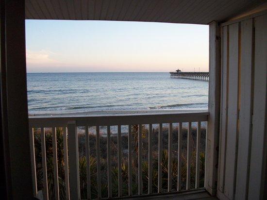 Ocean Crest Motel: private balcony