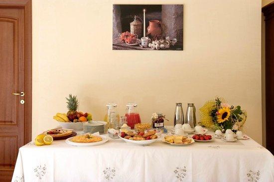 tavolo colazione foto di b b villa rosanna selva