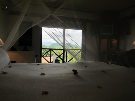 Belmond La Residence Phou Vao: bed