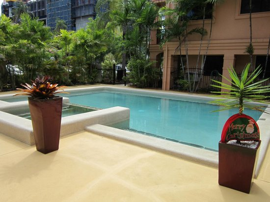Central Plaza Apartments : Pool area