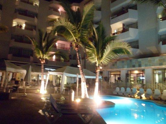 Oceano Palace: L'hôtel le soir