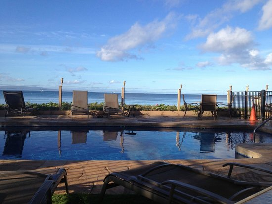 Kihei Sands Beachfront Condominiums: View of Pool from A8 Lanai