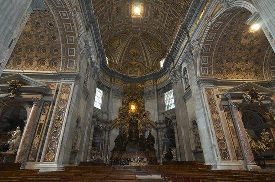 Basilique Saint-Pierre : St Peter's nave