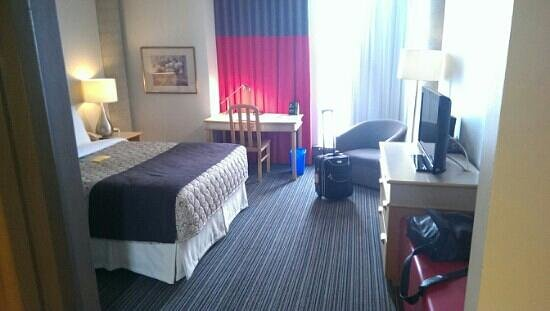 Hotel Plaza Valleyfield: Superior double room