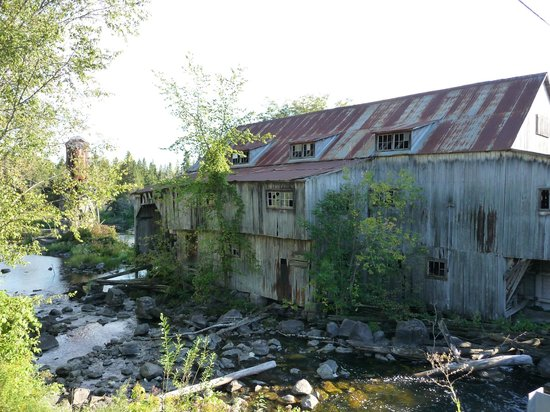 Bonnechere Caves : Remains of sawmill, Balaclava Ghost Town