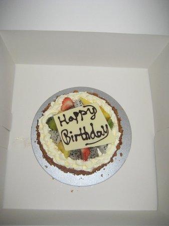Park Plaza Wangfujing: Birthday cake sent to our room.