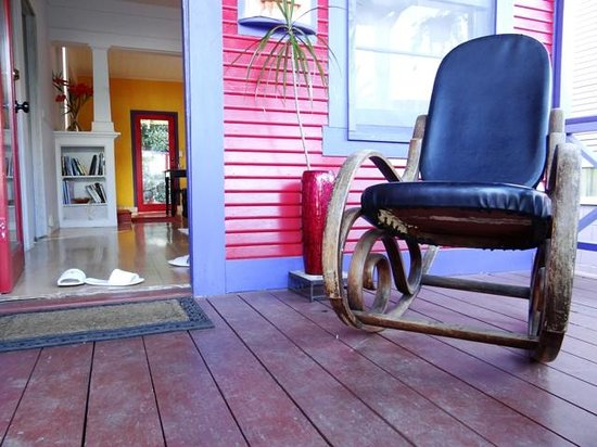 The Lotus Garden Hilo: The front entrance of 'The Sugar Shack' - 2 bedroom guest house with shared bath & kitchen
