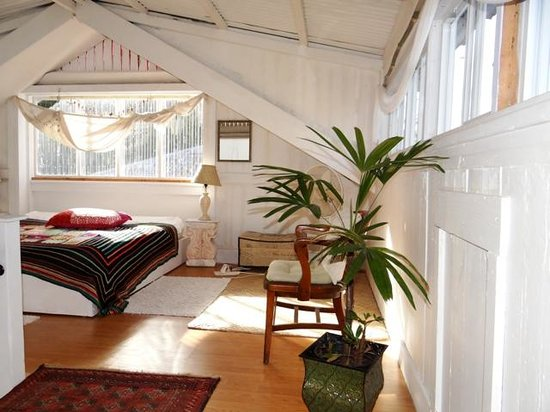 The Lotus Garden Hilo: Enjoy plenty of light an air and a glimpse of Hilo Bay from the Attic bedroom in The Sugar Shack