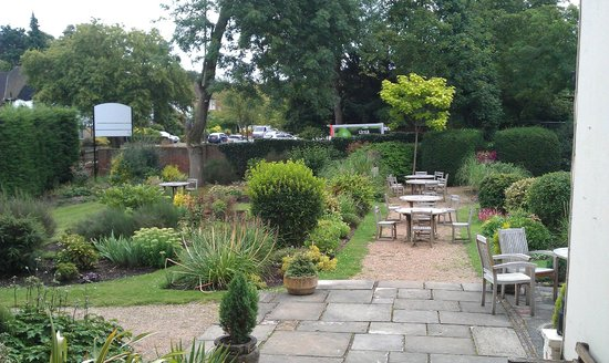 Hendon Hall Hotel: Patio