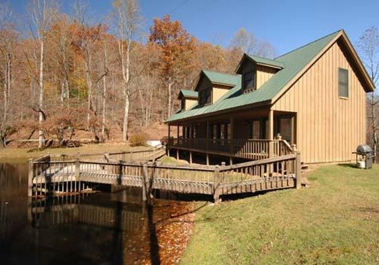 Valley Springs Lodging: Our lodge suites situated on the lake.