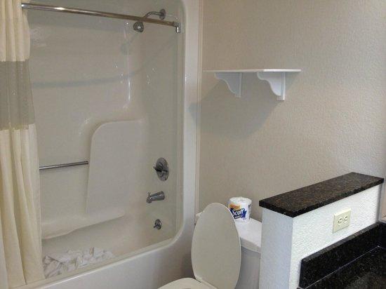 La Quinta Inn & Suites Ft. Myers - Sanibel Gateway: La salle de bain à notre départ