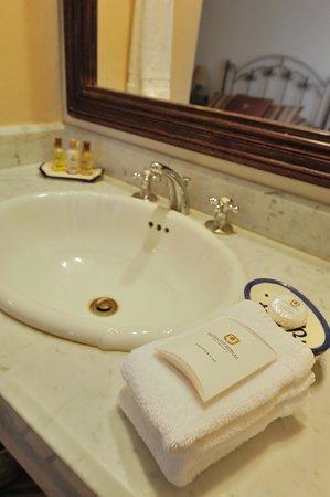 Hotel Los Robles: Lavamanos