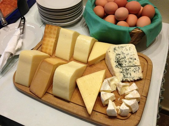 Hotel Brixen Prague : assorted cheeses at breakfast