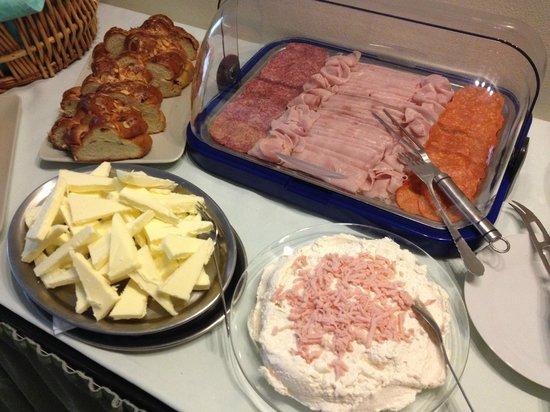 Hotel Brixen Prague: deli meats, spread & pastries