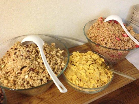 Hotel Brixen Prague: Assorted ceareals at the breakfast buffet