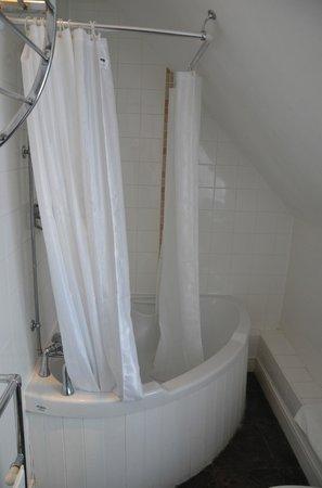 White Hart: Shower