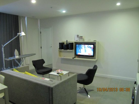 Citadines on Bourke Melbourne: Lounge room