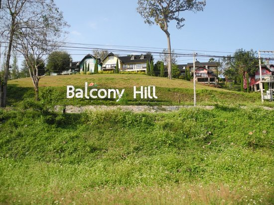 Balcony Hill Resort: Roadside view