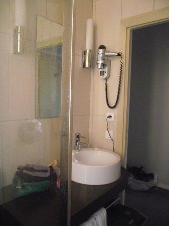 Hotel Balmoral: Salle de bain chambre Balmoral Menton