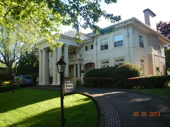 Portland's White House: From the street