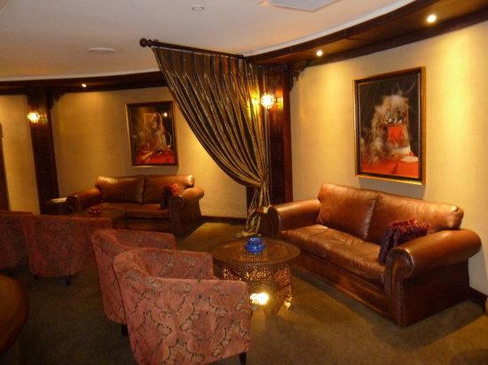 Royal Elephant Hotel & Conference Centre : Cigar Louge