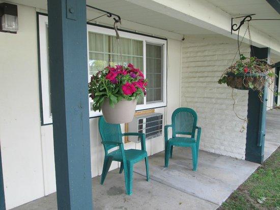 Fallbrook Country Inn: Front Door