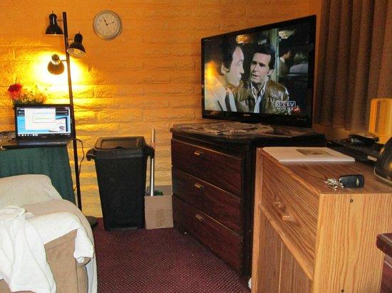 Fallbrook Country Inn: TV