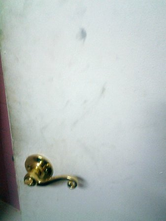 Americas Best Value Inn: This is the inside of the bathroom door.