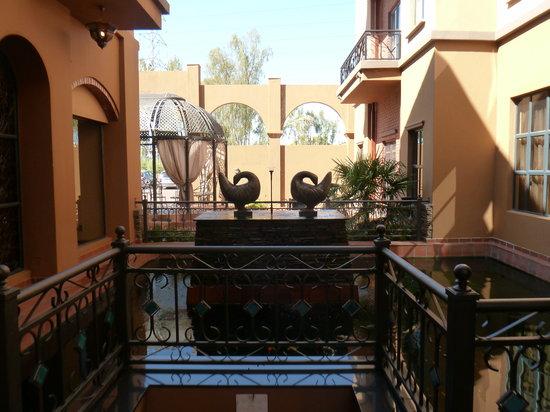 Royal Elephant Hotel & Conference Centre : Outside