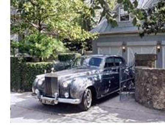 Noble Inns - Aaron Pancoast Carriage House: Check out our Rolls package and explore San Antonio in style!
