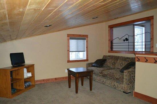 Cedar House Restaurant & Chalets: Extra room