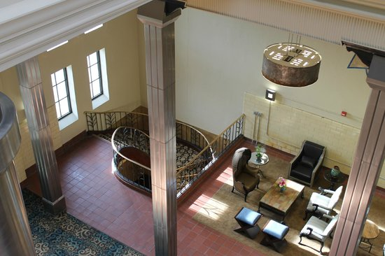 The Brewhouse Inn & Suites: Old stairway to first floor entrance