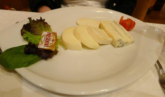 Auberge de Venise Montparnasse: Selection of Italian cheeses
