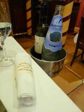 Auberge de Venise Montparnasse : Wine and water