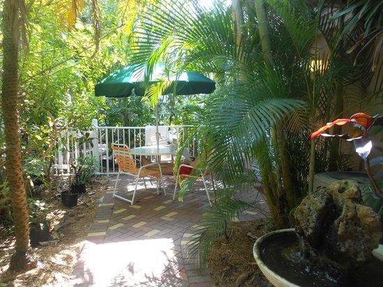 Siesta Key Inn: Private patio